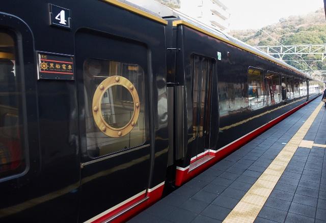 ロイヤルボックス連結のリゾート21普通電車