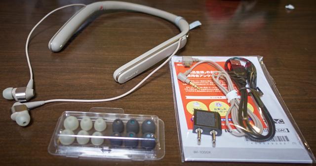 交換イヤーピース、有線接続ケーブル、充電ケーブルなど